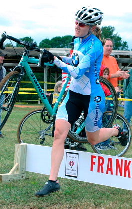 Evie Boswell-Vilt over cyclocross barriers